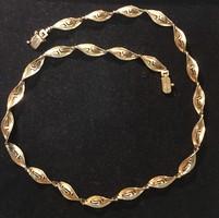 14 K görögmintás csavart női arany nyaklánc, nyakék