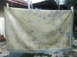 Kézi csomózású gyapjúszőnyeg  (200 x 140 cm) Egyedi darab, monogrammal ellátott!