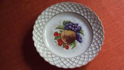 Dekoratív gyümölcs kínáló tányér,arany fonásos, cakkos szegéllyel,élénk színű gyümölcs motívummal.