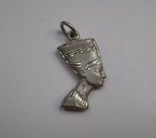 Matt és fényes ezüst egyiptomi fej medál, Nofertiti