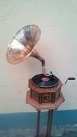 Tölcséres gramofon III