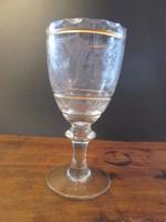 Gyönyörű üveg kehely