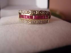 Gyémánt brilliáns és princess csiszolású rubin arany gyűrű