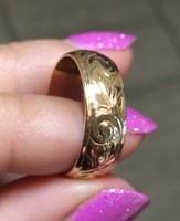 14 karátos aprólékos véséssel készült karikagyűrű