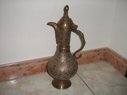 Indiai kézműves kancsó