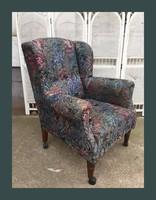 Nagy méretű,kényelmes füles fotel