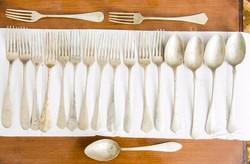 Antik evőeszközök (pár darab ezüst)