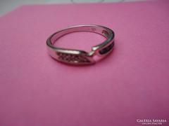 14 karátos fehérarany gyűrű zafírokkal és gyémánttal