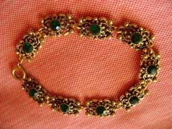 Luxus tűzaranyozott női karkötő smaragd zöld fél drága kövekkel.