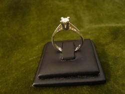 Fehér arany szoliter gyűrű 0,20 brillel