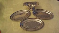 Gravírozott, fényes alpakka fagylaltkehely kínáló tálcák (3 db.) +  talpas fagylaltkanál tartóval.