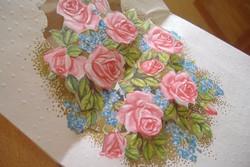 Aranyozott rózsás kosár születésnapi jókívánsággal