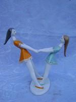 Hollóházi porcelán figura - Pergő lányok