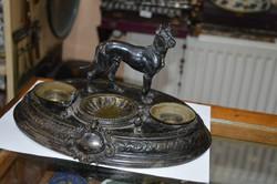 Ezüstözött réz kutyás asztali tintatartó