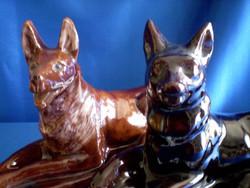 2 db nagy méretű mázazott, fekvő kerámia kutya olcsón eladó 31 és 24 cm