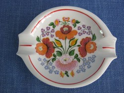 Hollóházi porcelán matyó vagy kalocsai mintás hamutartó hamutál