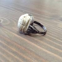 Régi ezüst gyűrű faragott szkarabeusz kővel