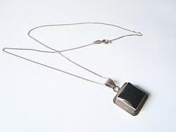 Méretes ónix ezüst medál ezüst láncon