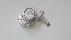 Ezüst NAGA 925 -ös szív medál kis kulcsokkal