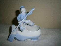 Delfi figurával porcelán asztali sótartó