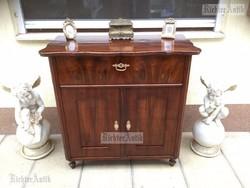 Antik bútor, Biedermeier komód, félszekrény felújított.
