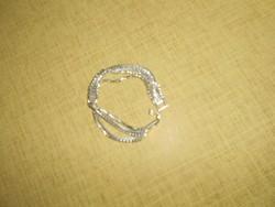 Kisméretű ezüst színű strasszköves karlánc