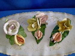 Aquincumi porcelán rózsa gyűjtemény hármas és dupla rózsák