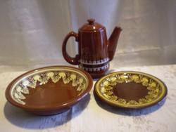 Városlődi barna kerámia kínáló tál 2 db és 1 db teás vagy kávés kancsó, kiöntő