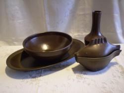 Városlődi barna kerámia tálaló, kínáló tál 2 db, hal alakú szószos és egy váza