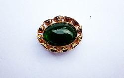 Vintage dekoratív zöld köves bross