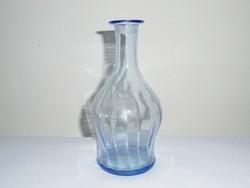 Antik kékes színű, vékony falú üveg kínáló kiöntő