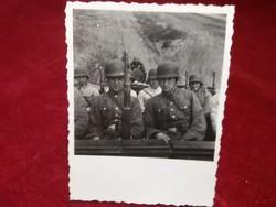 Katonák fényképe