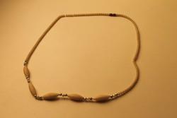 Art Deco bakelit nyaklánc, csontszínű