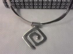 Ezüst nyaklánc, nyakék (Silpada) melyet egy extra medál díszít