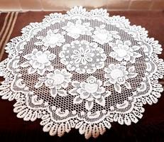 Csipke hatású asztalközép 70 cm