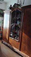 Neo-barokk 3 ajtós szekrény, vitrinnel