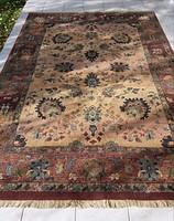 Gyönyörű szőnyeg 200 x 300 cm