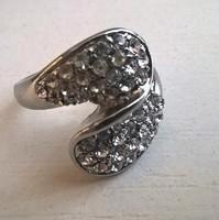 Szép állapotú ezüstözött divat gyűrű  apró kövekkel  ékítve