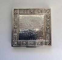 Ezüstözött alpakka Pudrié tükörrel szép hibátlan állapotban,jelzés nélkül.