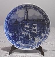 Kék jelenetes tányér