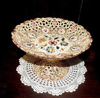 Zsolnay áttört porcelánok
