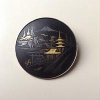 Régi Japán AMITA ezüst bross damaszkuszi ezüst és arany intarziával