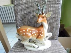 Nagy méretű szignált porcelán szarvas figura