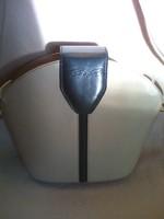 Cango &Rinaldi vintage klasszikus vödör fazonú,valódi bőr vajszínű sötétkékkel kombin női válltáska.