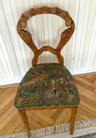 Felujított  Biedermeier kárpitozott szék 1898-1910 körül került a családhoz.
