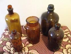 Régi barna gyógyszeres üvegek