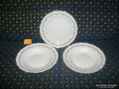 Három darab porcelán tányér - kettő mély, egy lapos