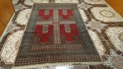 Eladó egy kézi csomózású perzsa szőnyeg