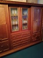 Valódi koloniál ruhás szekrény