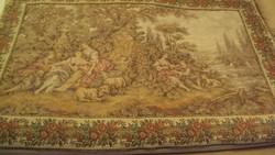 Barokkos idilli jelenetet ábrázoló,szövött, francia gobelin falikárpit,rózsa girlandos szegéllyel.